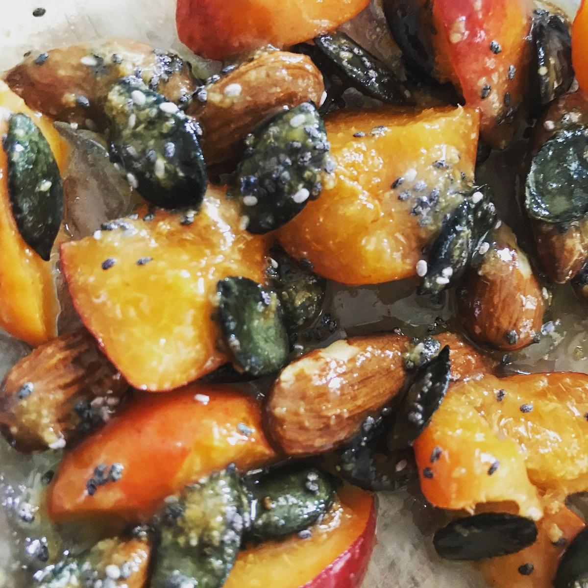 Yaourt aux fruits et graines rôtis